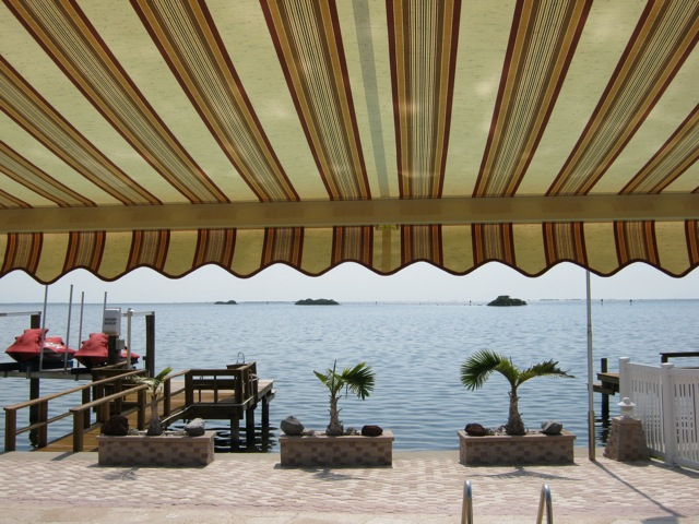 retractable awnings clearwater